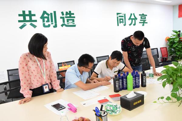 热烈欢迎高洁雅除甲醛加盟商:广西刘总、车总